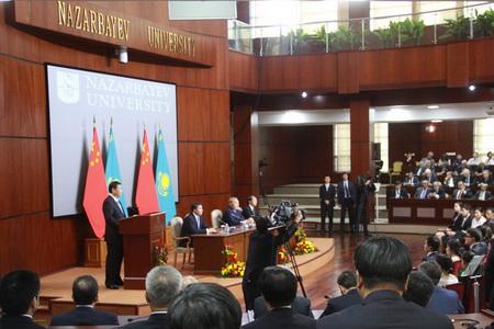 纳扎尔巴耶夫大学_中国国家主席习近平正在纳扎尔巴耶夫大学进行演讲.